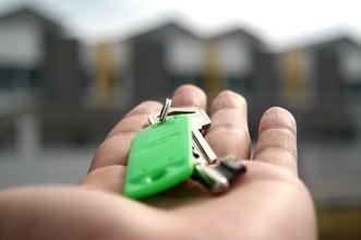 svart för unga att komma ut på bostadsmarknaden